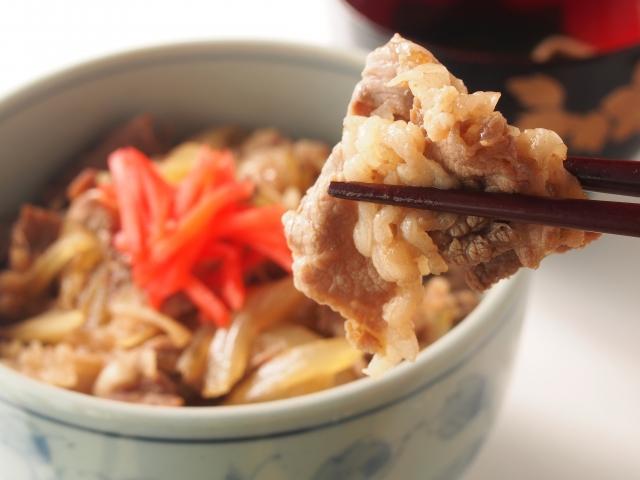 松屋の牛丼【アレンジ】レシピ紹介!いつもの牛丼をさらにおいしくしちゃいましょう!