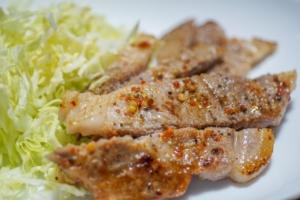 松屋の【トンテキ】は期間限定です!たまに出会えるから食べたくなっちゃう商品です。