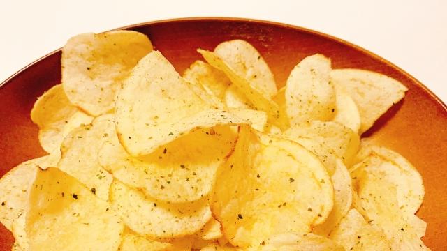 ポテトチップスが体に悪いなんて嘘?高カロリー以外にも理由がある!